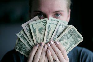 למה להשקיע בקורות חיים ותמונה של כסף